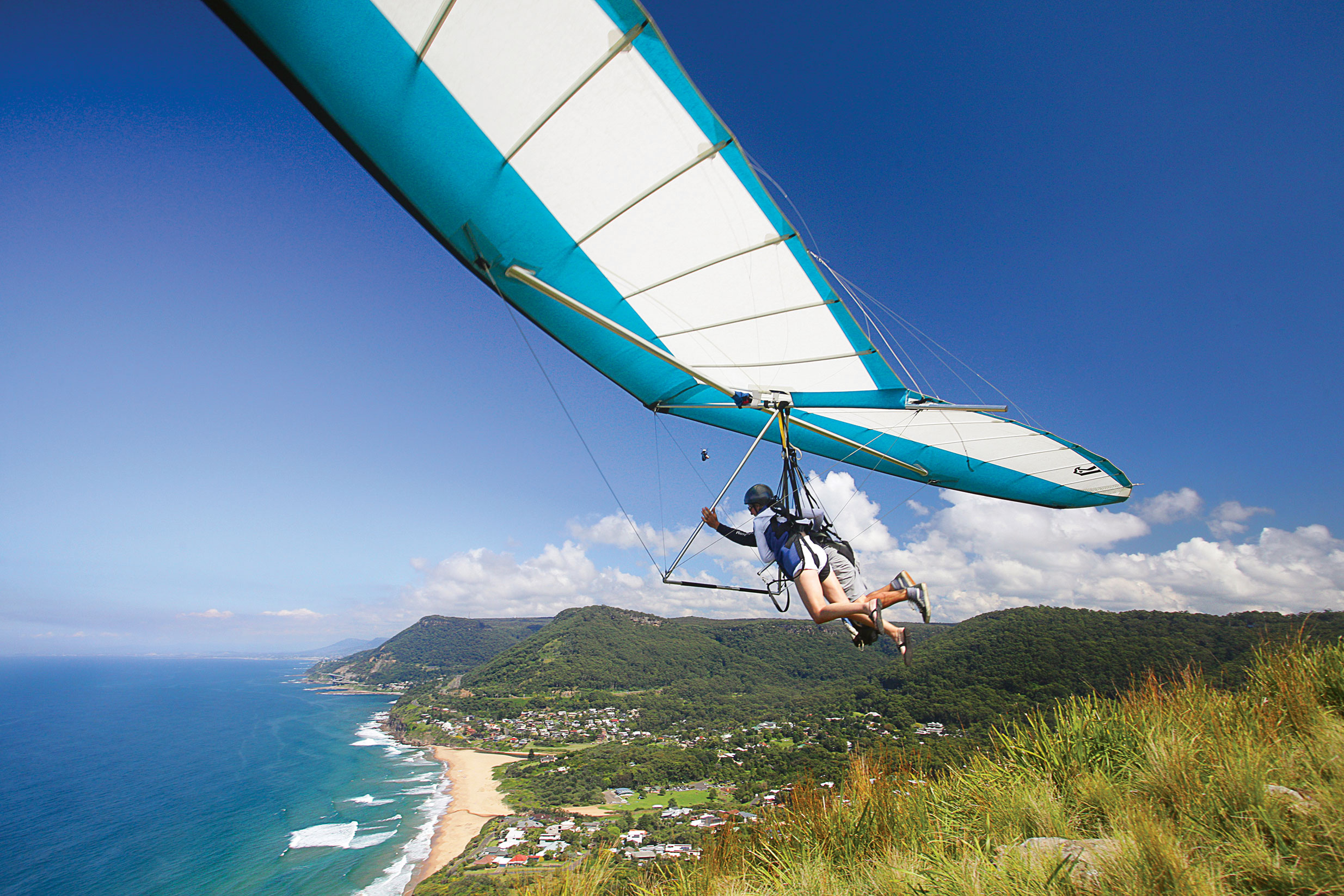 Hang gliding over Stanwell Tops